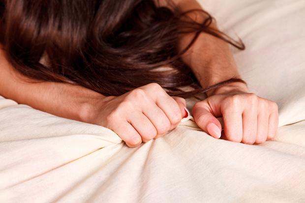 Фото №2 - «Пришлось признаться, что раньше я имитировала»: как научиться достигать оргазма