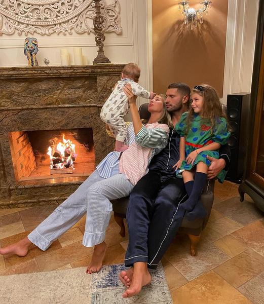 Фото №2 - Редкий кадр: Кети Топурия показала мужа и детей на общем фото