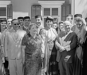 Фото №4 - От Хрущевой до Путиной: как выглядели и одевались первые леди нашей страны