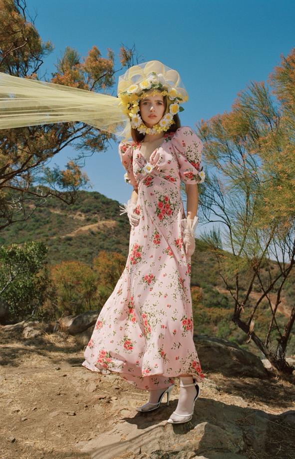 Фото №2 - 15 цветочных розовых платьев как у Селены Гомес в новом видео De Una Vez
