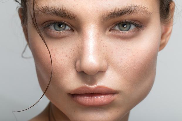 Фото №2 - Не потерять лицо: как определиться с оттенком косметики для бровей