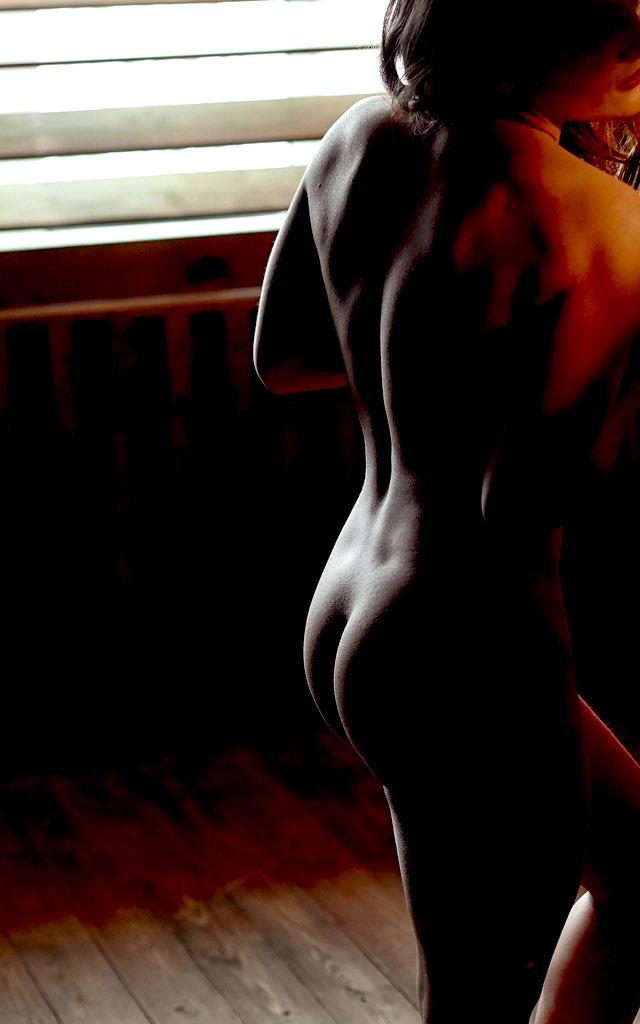 Фото №3 - #Нюдсочетверг: откровенные фотографии самых красивых девушек из «Твиттера». Выпуск 21
