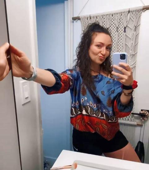 Фото №1 - Девушка нашла тайный ход за зеркалом в ванной: куда он ее привел