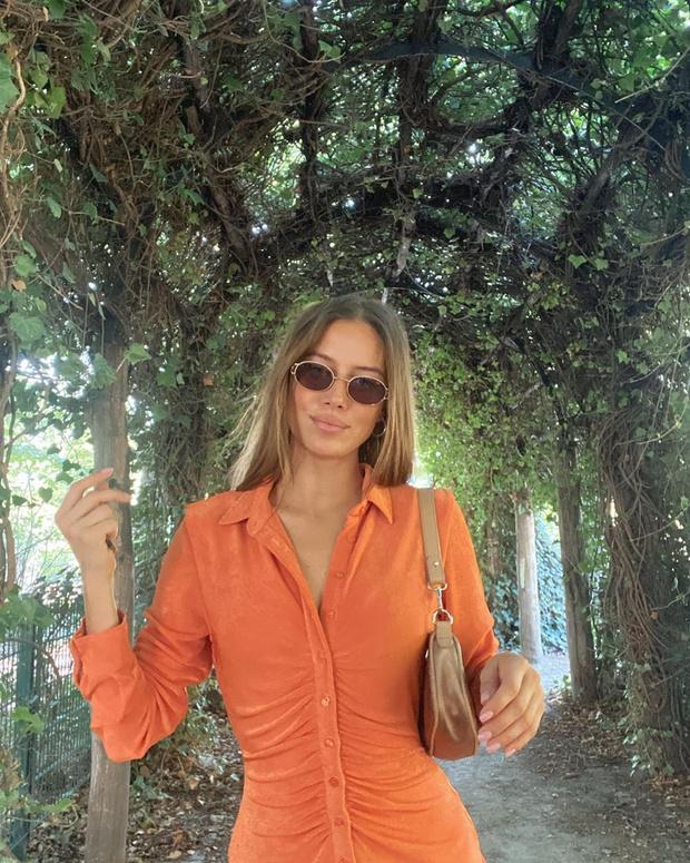 Фото №2 - Подруга Брэда Питта Николь Потуральски в коротком оранжевом платье для незабываемого свидания