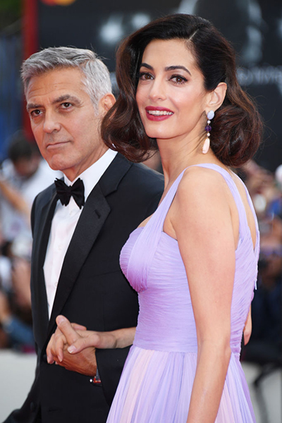Фото №1 - Амаль Клуни вышла в свет в макияже за 262 тысячи рублей