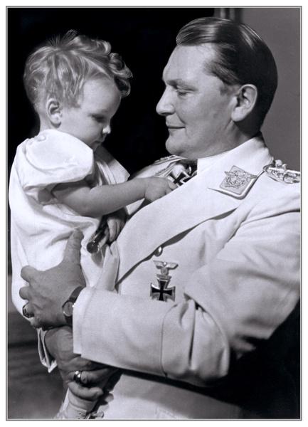 Герман Геринг с дочкой