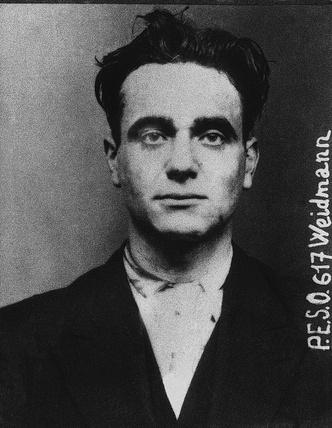 Фото №1 - Последняя публичная казнь через отсечение головы гильотиной во Франции: история одного фото