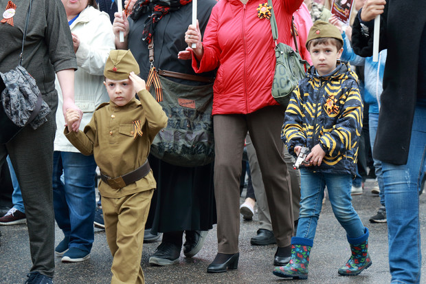 Фото №2 - День Победы: почему нельзя наряжать детей в военную форму