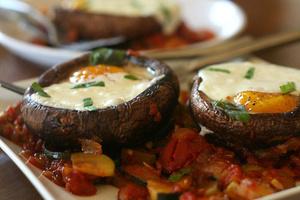 Фото №25 - 7 необычных и простых рецептов яичницы к завтраку