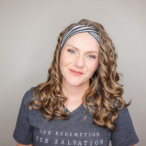 Фото №2 - Почему волосы не вьются: 6 ошибок в уходе за кудрями