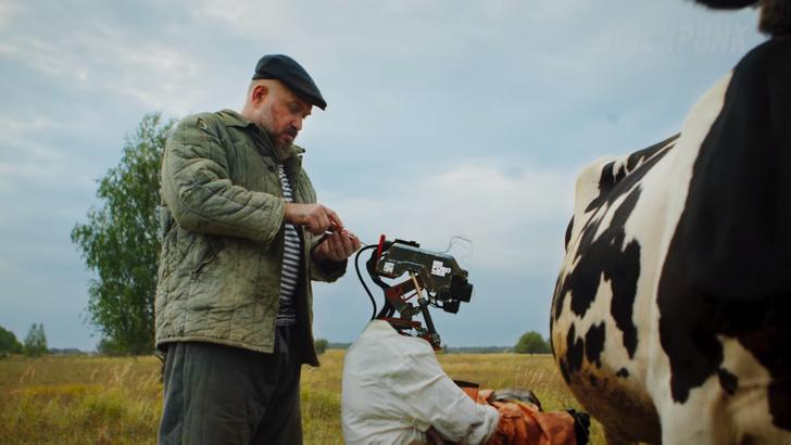 Фото №2 - «Русская кибердеревня». Видео, стремительно набирающее восторг и популярность в Интернете