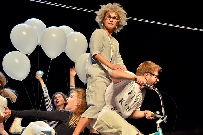 Фото №2 - Детский праздник фонда «Галчонок» в Театре Наций!