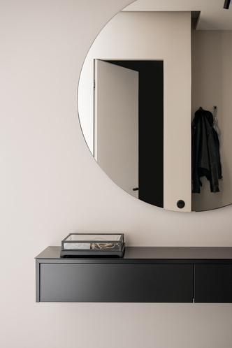 Фото №15 - Минималистская квартира в доме с радиусной планировкой