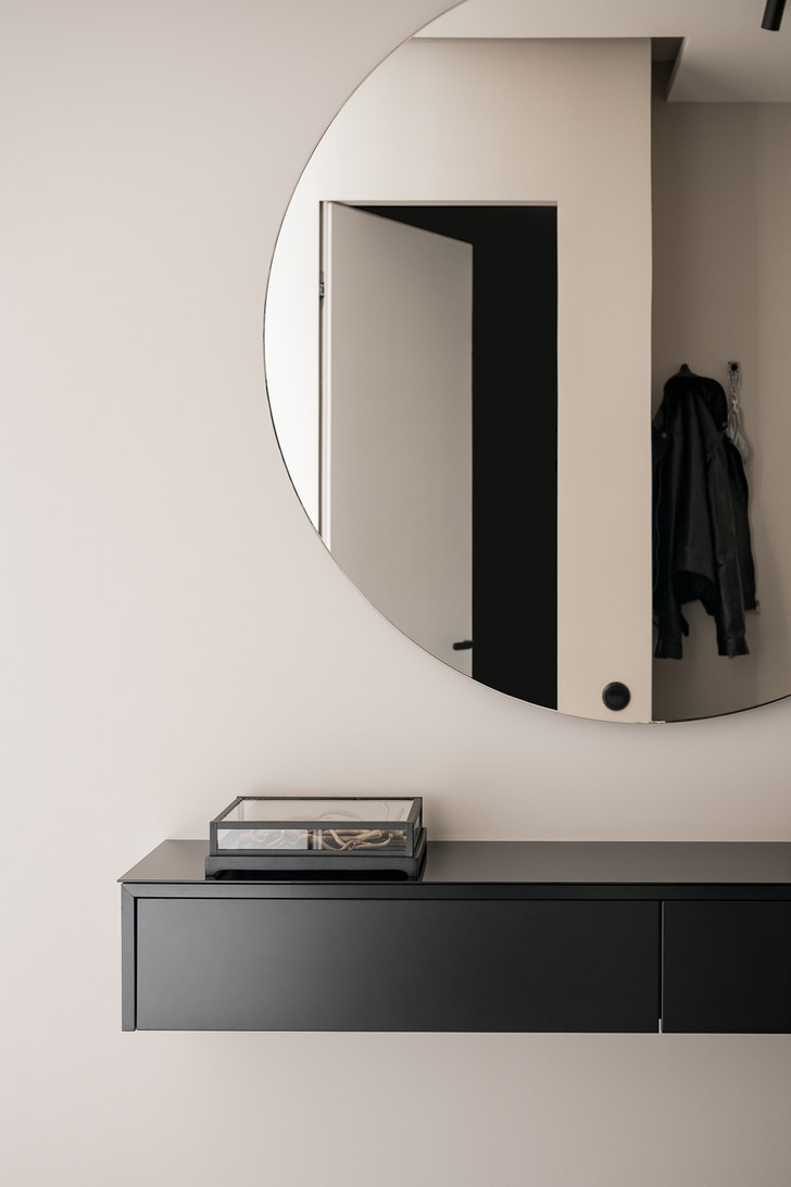 Фото №1 - Выбираем зеркало в прихожую: 5 идей