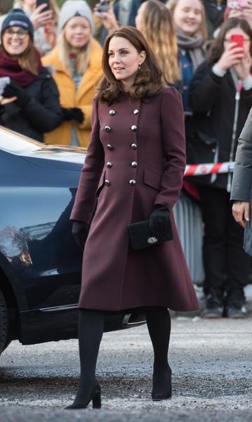 Фото №3 - Как выглядит самое дорогое пальто Кейт Миддлтон, которое стоит 850 000 рублей
