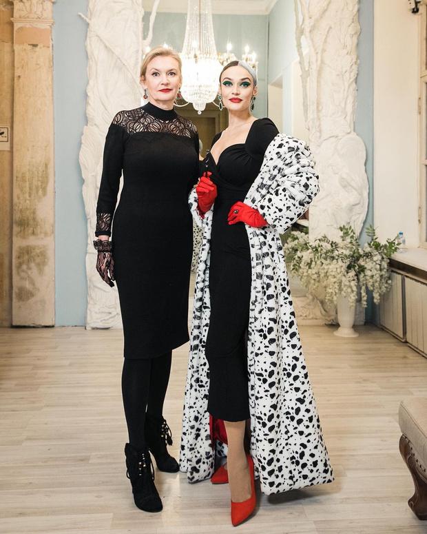 Алена Водонаева показала 59-летнюю красавицу-маму