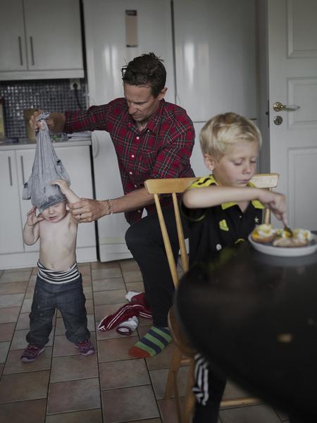 Фото №8 - Чем занимаются шведские мужчины в декретном отпуске