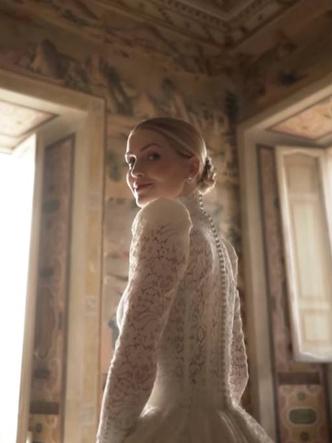 Фото №3 - Королевский размах: шесть свадебных платьев леди Китти Спенсер