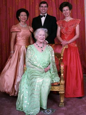 Фото №4 - Дух соперничества: какими были отношения принцесс Маргарет и Анны
