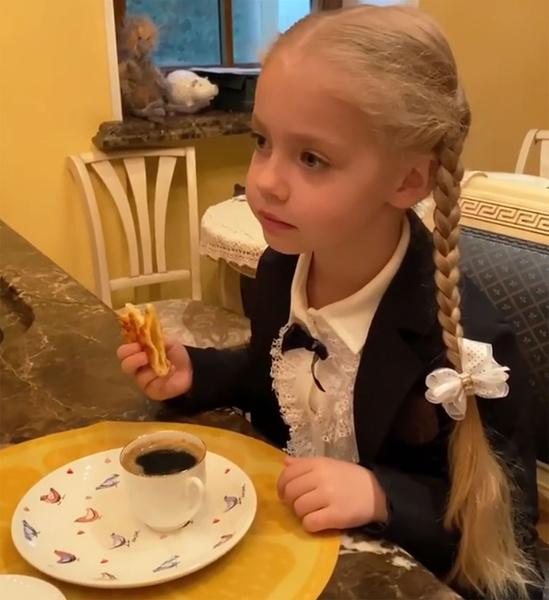 Фото №1 - Чем завтракают дети Пугачевой, Бони и других звезд: фото