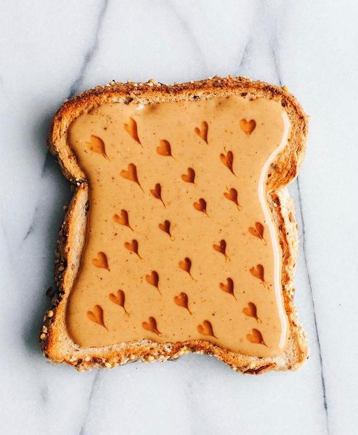 Фото №2 - Фуд-тренд: самые красивые тосты инстаграма— с арахисовой пастой и кленовым сиропом