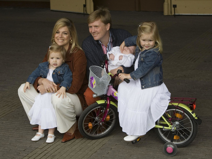 Фото №8 - Самые трогательные фото королевских мам с детьми