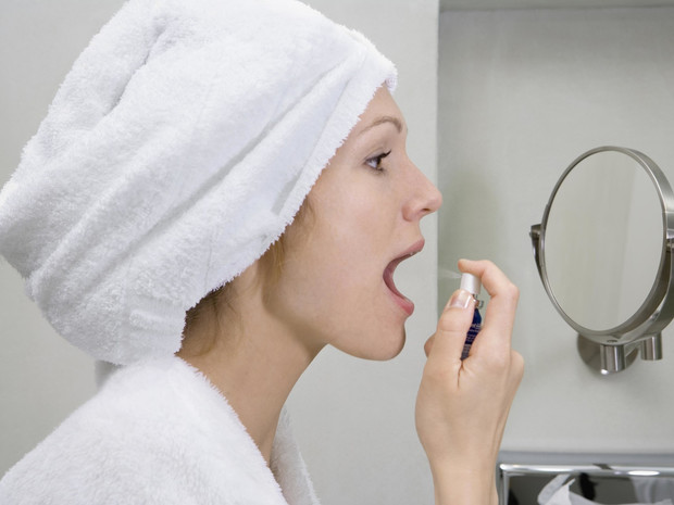 Фото №2 - 6 причин плохого запаха изо рта (и как от него избавиться)