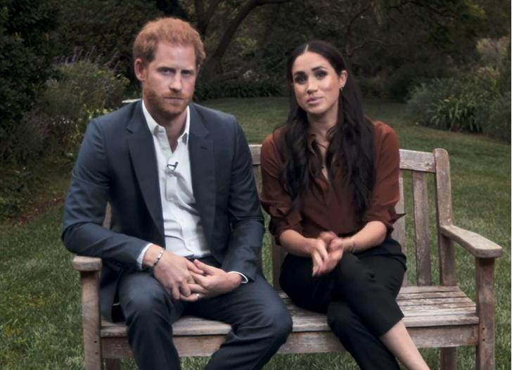 Фото №2 - Первое официальное появление Сассекских: Гарри и Меган нарушили протокол и снова всех огорчили