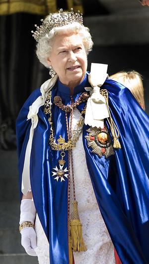 Фото №8 - Не просто украшения: самые красивые драгоценности, которые принц Филипп дарил Королеве