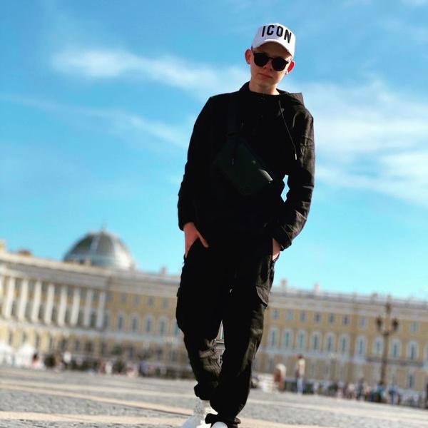 Фото №2 - Интервью: актер Саша Новиков из «Подслушано»— про работу, соцсети и девушек