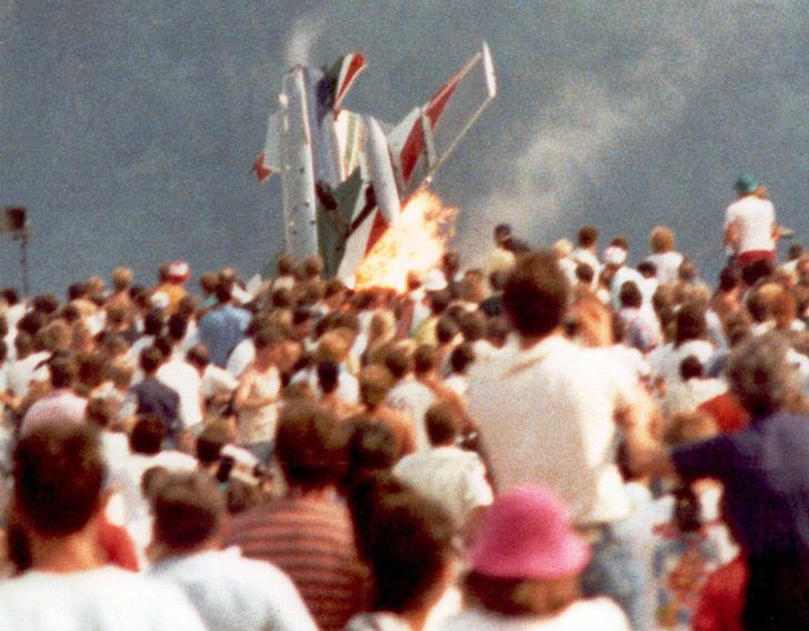 Фото №1 - Авиашоу массового уничтожения: катастрофа на базе Рамштайн, 1988