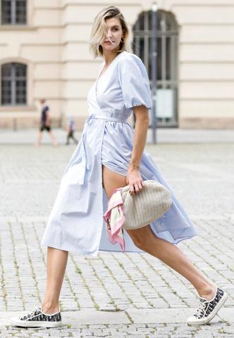 Фото №13 - Какие платья можно носить с кроссовками: советы стилиста