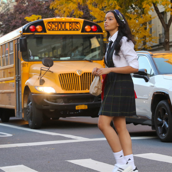 Фото №1 - Три модных аксессуара, которые разнообразят даже самую скучную школьную форму