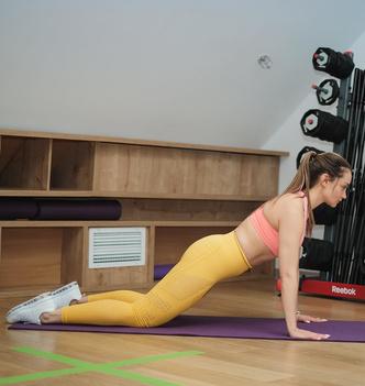 Фото №3 - Тренировка на 5 минут для лебединой шеи и ровной спины