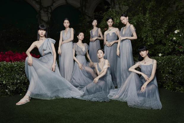 Фото №1 - Dior показали коллекцию высокого ювелирного искусства на чарующе таинственном ужине в Китае