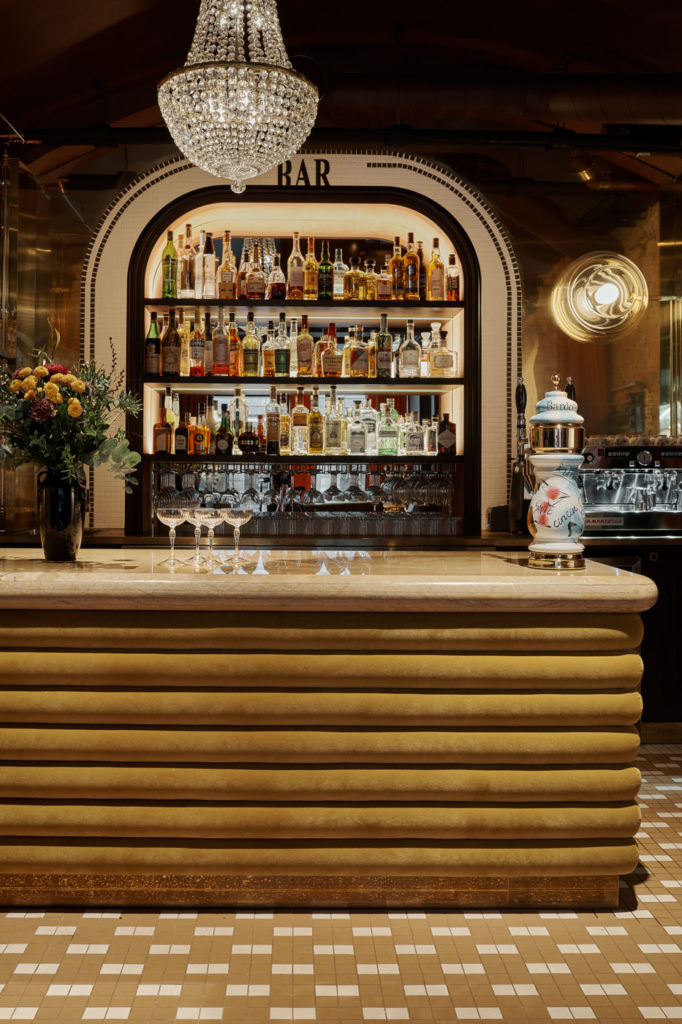 Фото №5 - Французский ресторан Bardot в Хельсинки