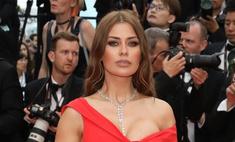 Боня вышла на красную дорожку в «съехавшем» платье