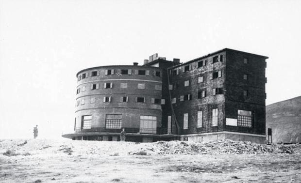 """Отель """"Кампо Императоре"""" в Апенинах, где был заключен Бенито Муссолини"""