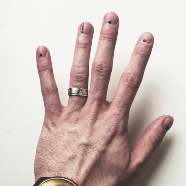 Фото №4 - Как у Дани Милохина: 20 идей классного мужского маникюра