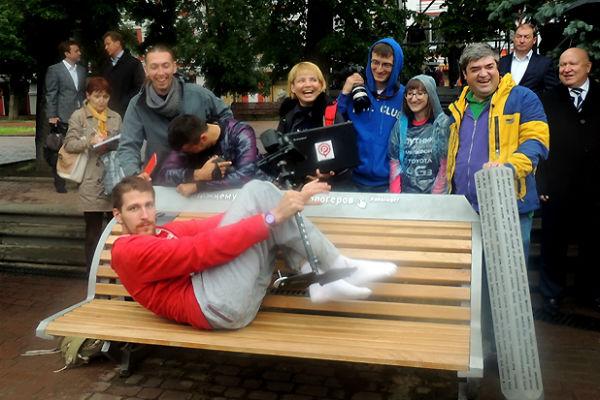 Фото №4 - Артемий Лебедев ославил нижегородскую «скамейку блогеров» ижевского скульптора