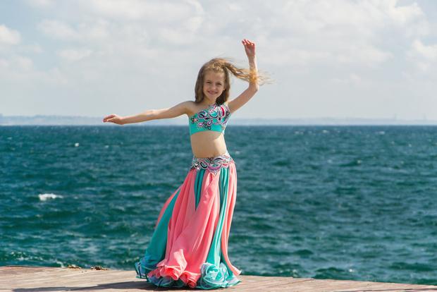 """Фото №1 - """"Можно ли маленьким девочкам осваивать танец живота?"""""""