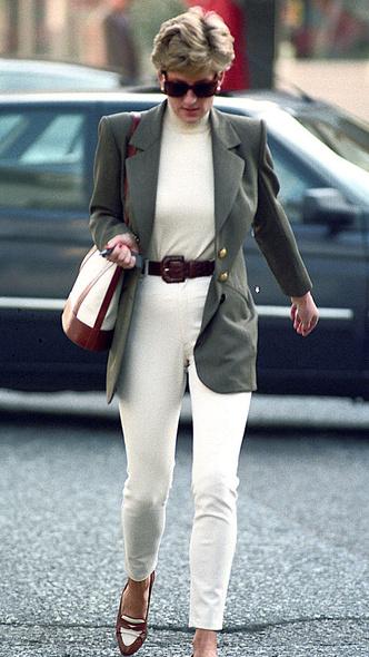 Фото №18 - Любимый предмет гардероба: как принцесса Диана носила жакеты и блейзеры— 30 вдохновляющих примеров