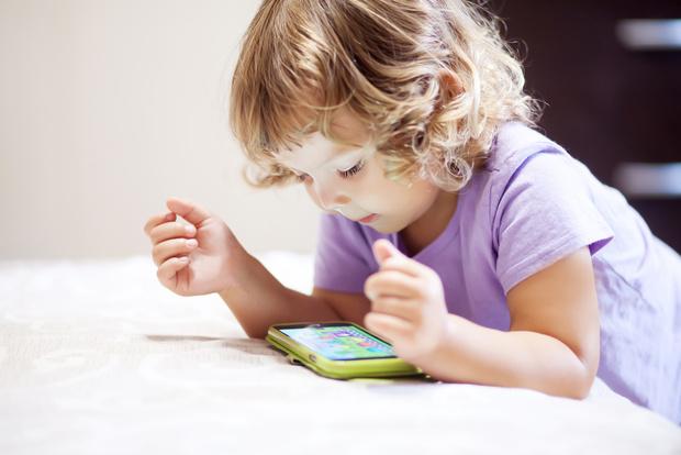 Фото №1 - 4 веселых видео, которые помогут малышу выучить буквы