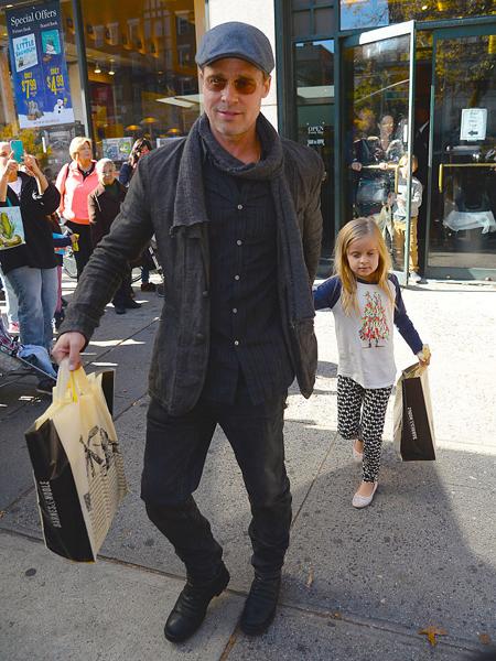 Фото №1 - Джоли разрешила: Питт впервые увидел детей после скандала