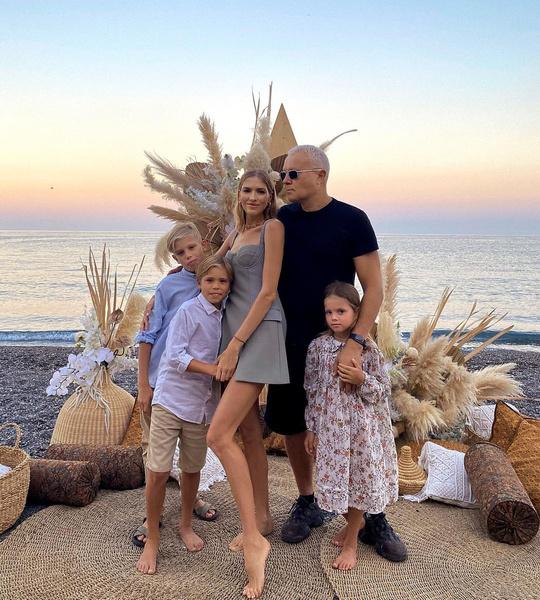Елена Перминова и Александр Лебедев с детьми