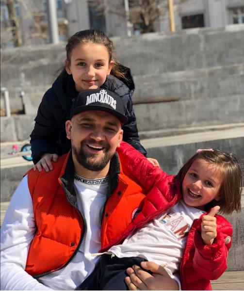 Василий Вакуленко с дочерьми
