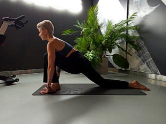 Фото №1 - Простые упражнения для растяжки, которые помогут сесть на шпагат за 60 дней