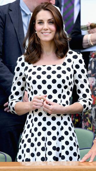 Фото №6 - Полька-дот: как королевские особы носят трендовый «горох»