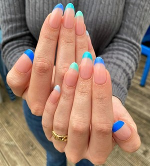 Маникюр 2020 Красивый маникюр 2020 Френч Маникюр на короткие ногти Модный маникюр Маникюр фото Ногти 2020 Нюдовый маникюр 2020 Маникюр с блестками