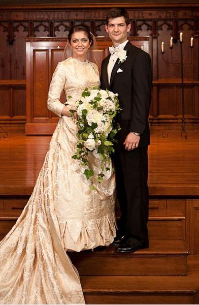 Фото №3 - Кружева истории: самые старые свадебные платья в мире
